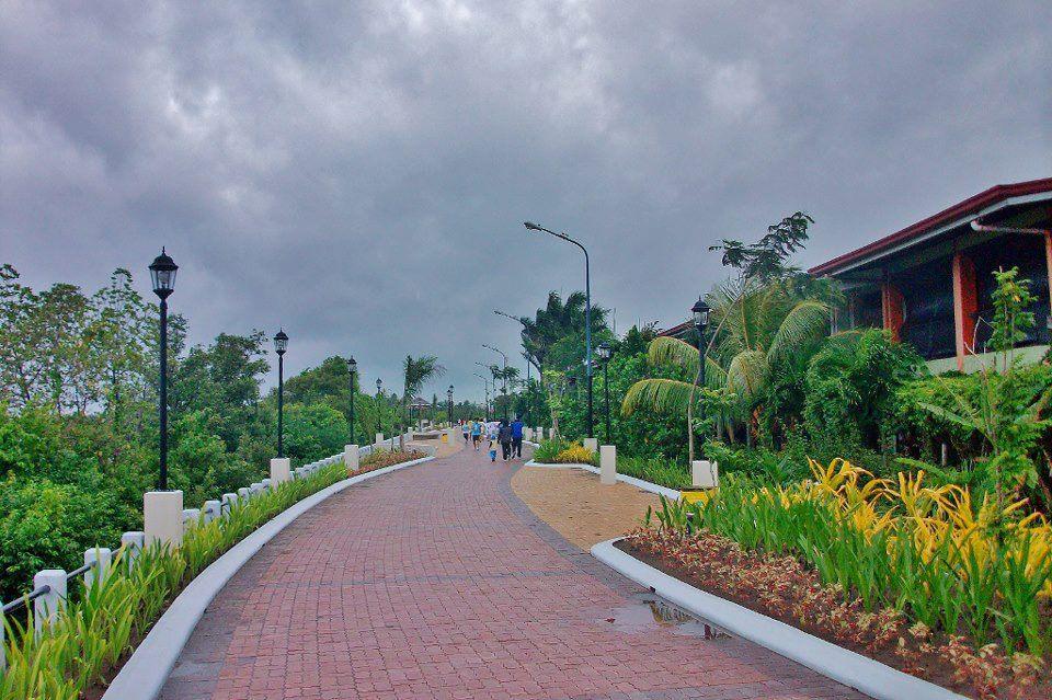 Iloilo river esplanade bika and walk paths