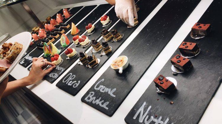 Line Shangri-La Singapore Buffet - Desserts cakes