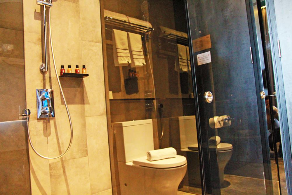 hotel-yan-deluxe-room-singapore-toilet