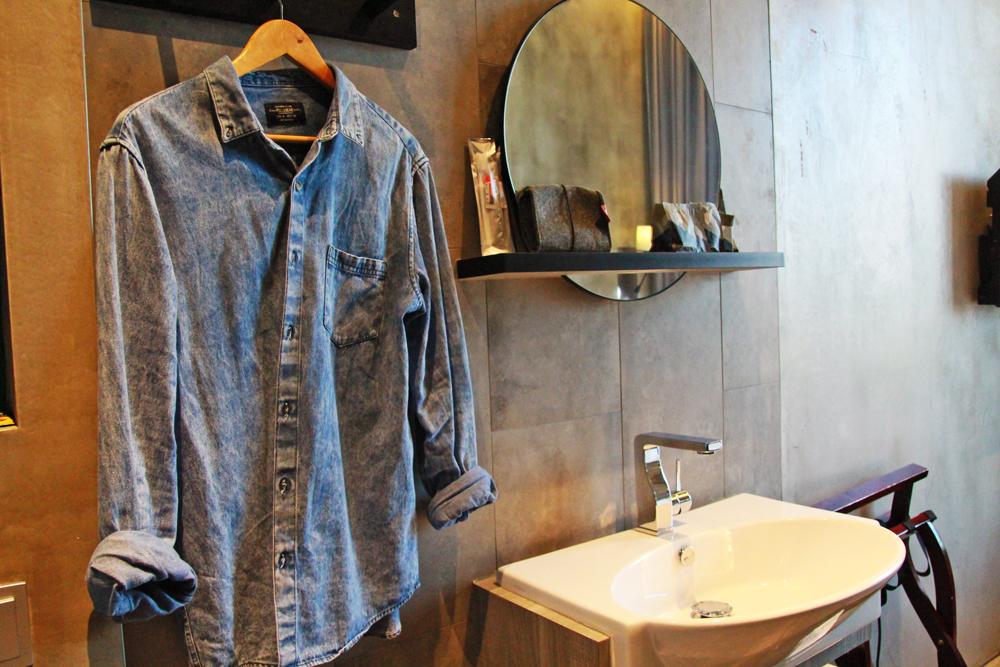 hotel-yan-singapore-bedroom-wash-area