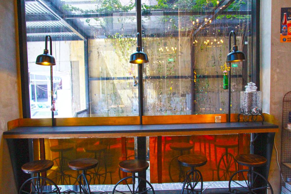 hotel-yan-singapore-cafe-nido-tables-interiors