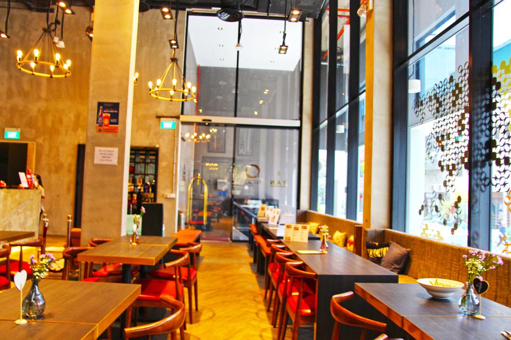 hotel-yan-singapore-dining-area-lobby-nido-cafe