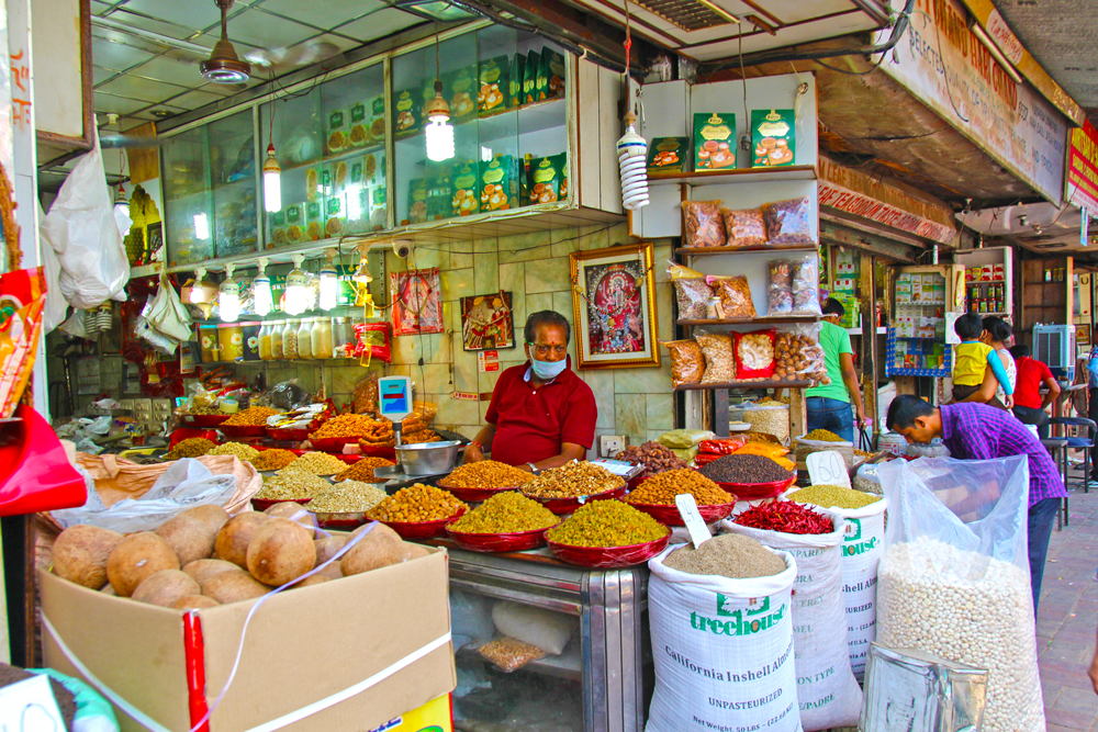 spice-market-stalls-delhi-india-tour-food