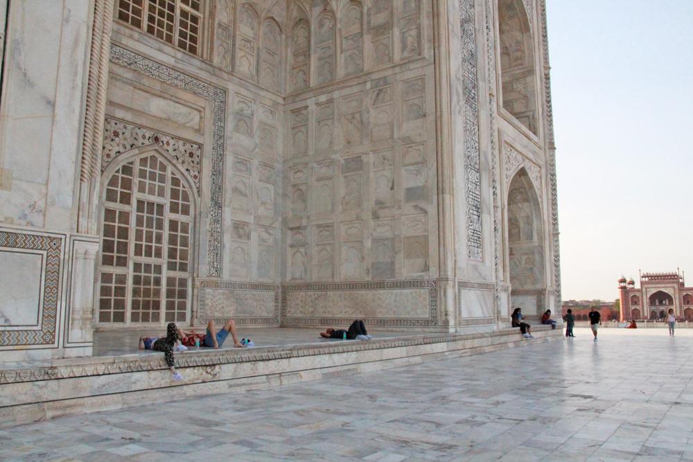 taj-mahal-ivory-marble-walls-corners-facade