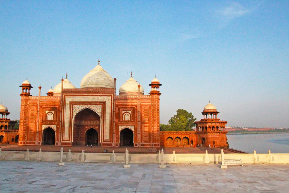 taj-mahal-side-mosque-agra-india