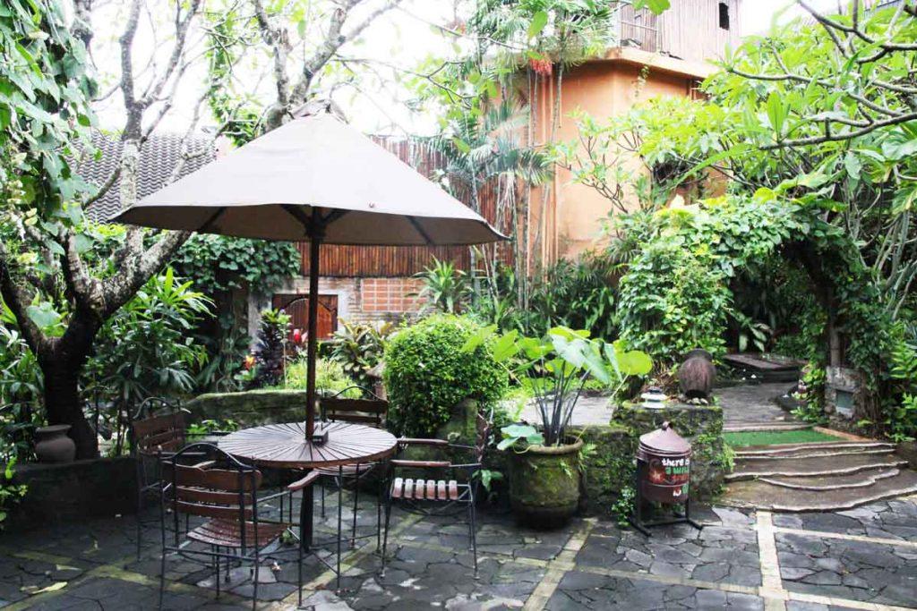 dusun-jogja-village-inn-garden-outdoor-area-yogyakarta-indonesia