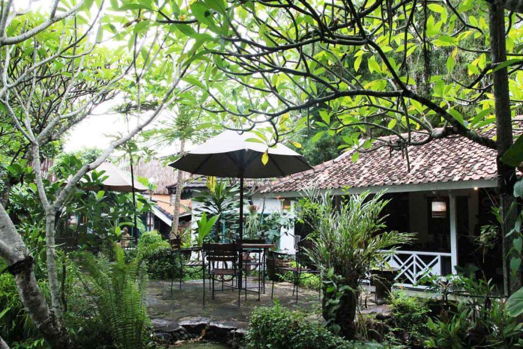 dusun-jogja-village-inn-garden-patio-yogyakarta-indonesia