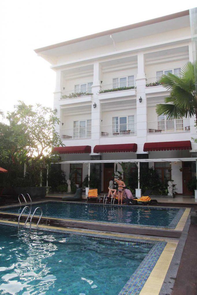 gallery-prawirotaman-hotel-yogyakarta-indonesia-pool-weekend