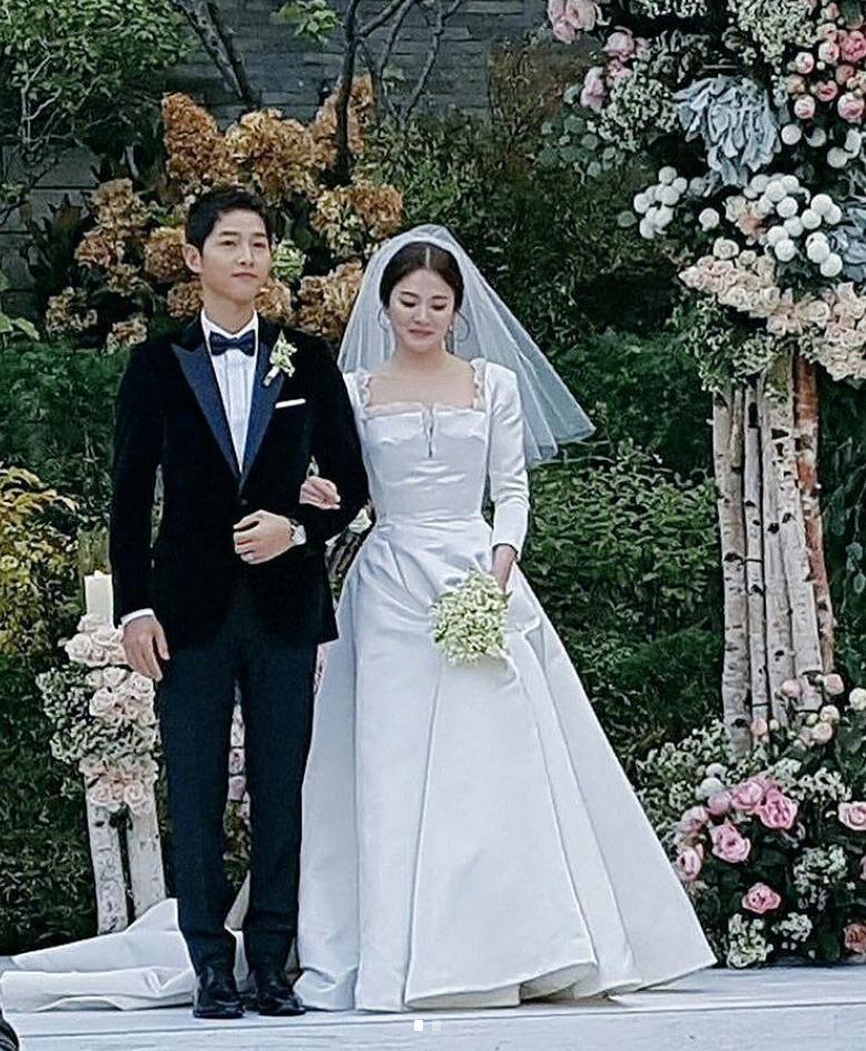 Song Joong Ki And Song Hye Kyo Wedding Photos